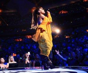 Музыканты отдают дань уважения жертвам теракта вМанчестере