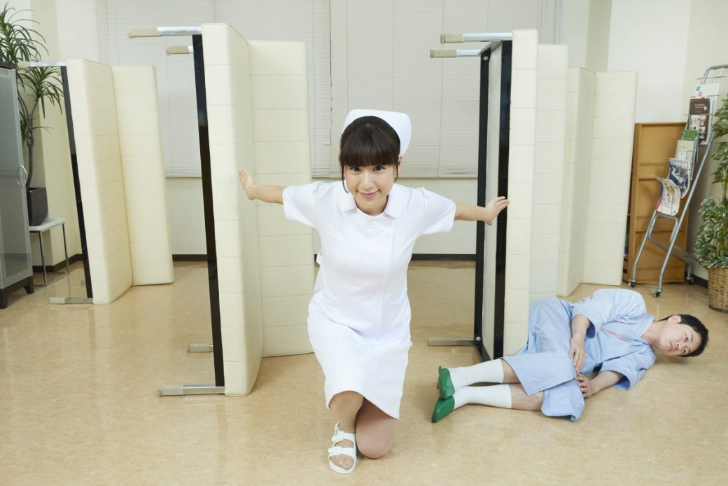 Японская медсестра делает странные вещи нафото - Изображение 6