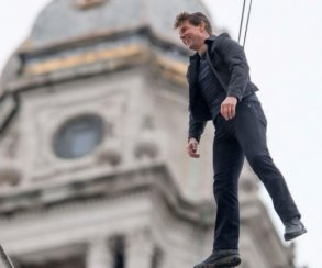Щекастый Том Круз со страховкой на новых фото со съемок «Миссия невыполнима 6»