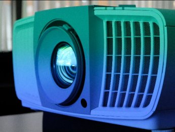 Кому изачем нужен 4К UHD проектор заполмиллиона рублей?