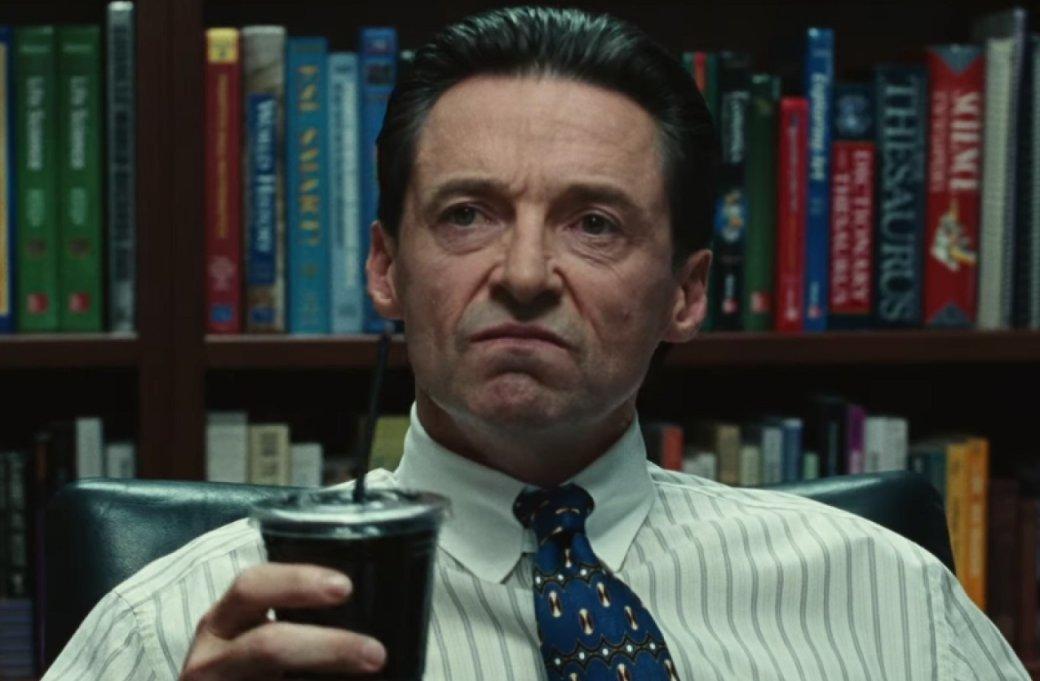 На HBO и в «Амедиатеке» вышла новая лента от режиссера «Чистокровных» Кори Финли под названием «Безупречный» (в оригинале Bad Education). Черную комедию о коррупции в системе школьного образования украсил Хью Джекман, исполнив одну из лучших ролей в карьере (конечно, после Росомахи).