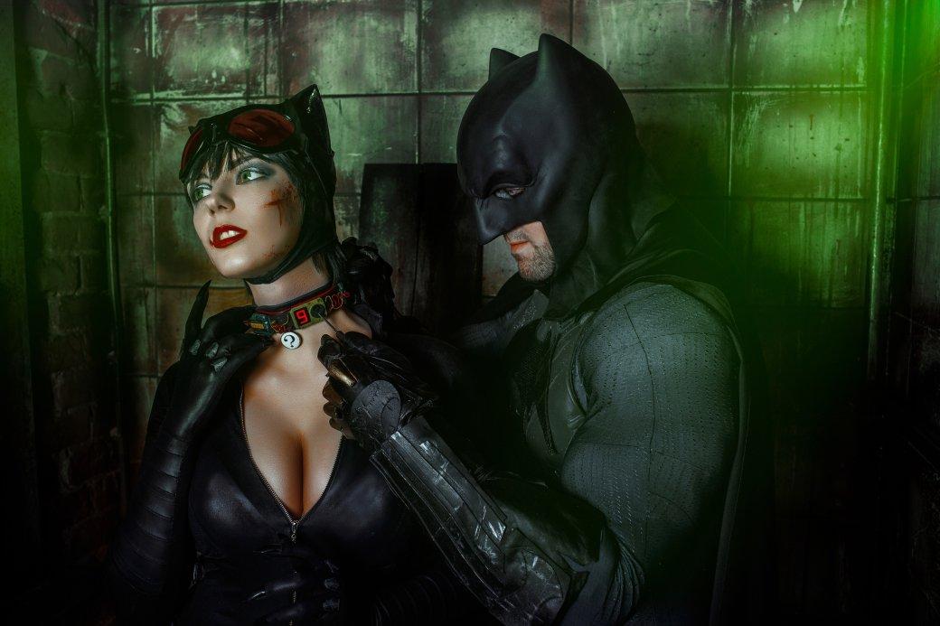 Бэтмен спасает Женщину-кошку из плена Загадочника в новом косплее | Канобу - Изображение 7649