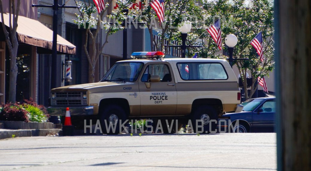 Шериф Джим Хоппер иНэнси напервых фото сосъемок 3 сезона «Очень странных дел». - Изображение 6