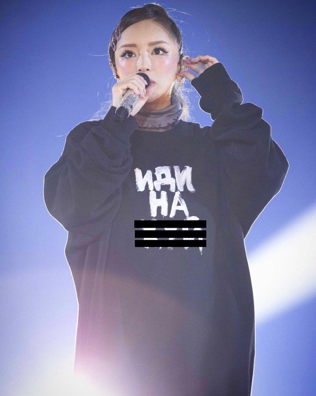 Японская певица Аюми Хамасаки дала  концерт в кофте с русским матом   Канобу - Изображение 0