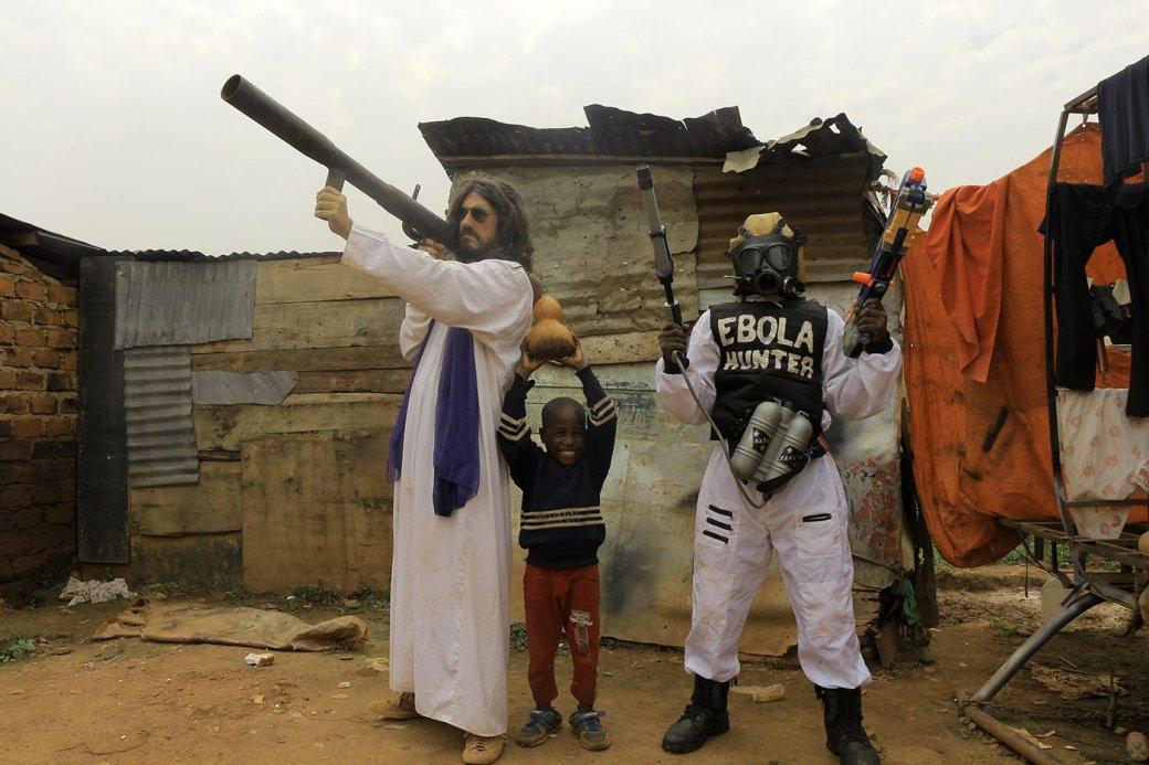 Деревянные пули и коровья кровь: вместе смотрим чудо-кино из трущоб Уганды | Канобу